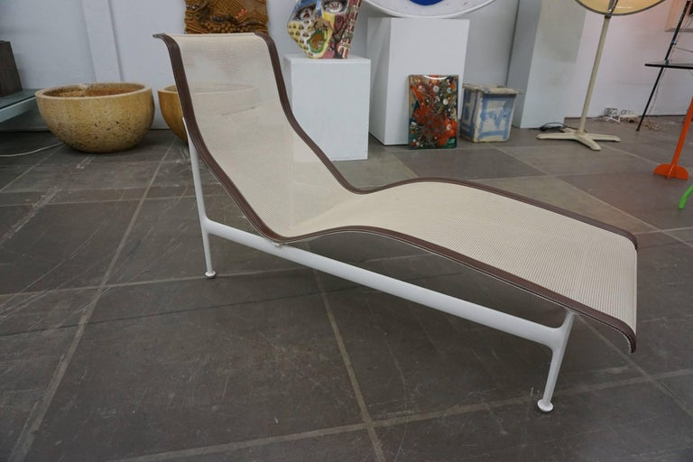 Mid-Century Modern Pair of Richard Schultz Contour Lounge Chairs For Sale