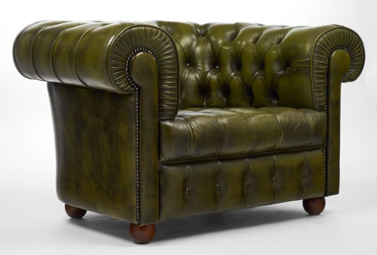 Beautiful Mid 20th Century Vintage Green Leather Chesterfield Club Chair For Sale