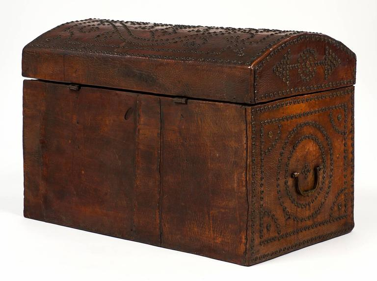 Napoleon III Period 19th Century French Leather Box For Sale 5