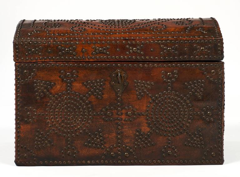 Napoleon III Period 19th Century French Leather Box In Excellent Condition For Sale In Austin, TX
