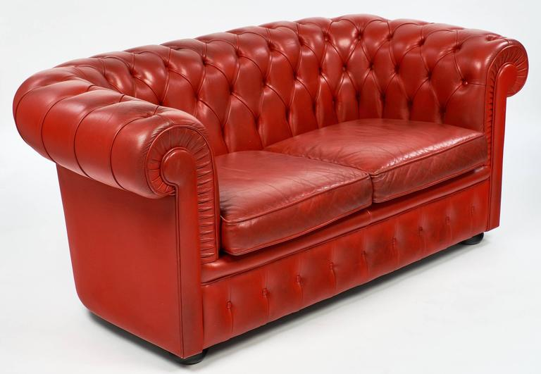 Vintage English Red Leather Chesterfield Couch In Excellent Condition For Sale In Austin, TX
