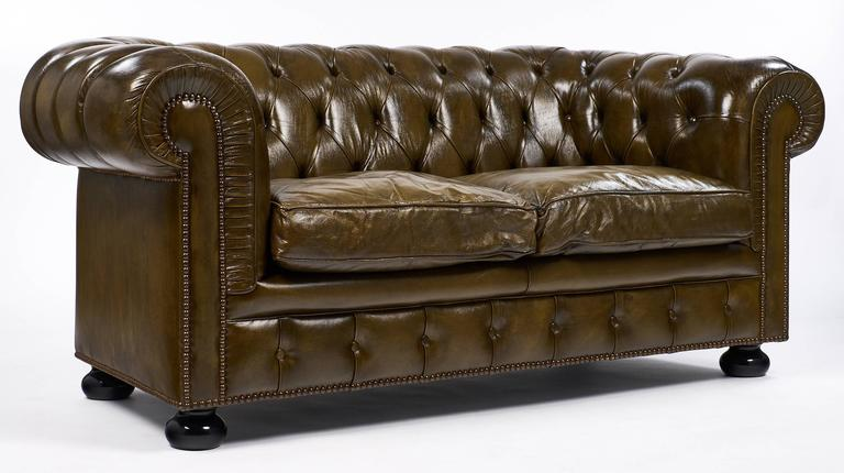 English Vintage Chesterfield Leather Sofa In Excellent Condition For Austin Tx