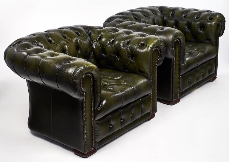 Mid Century Modern Pair Of Green Leather Vintage Chesterfield Armchairs For  Sale