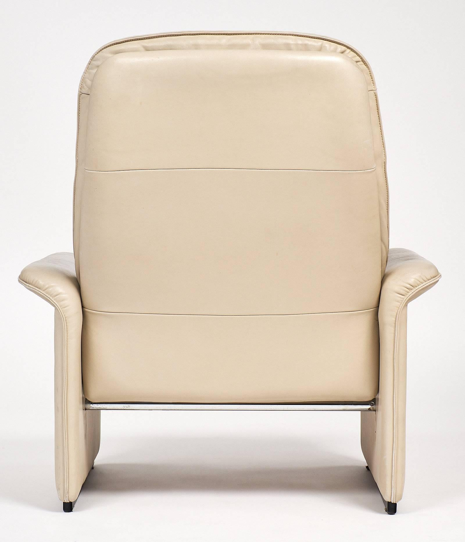 Exceptionnel De Sede Cream Leather Armchairs For Sale 4