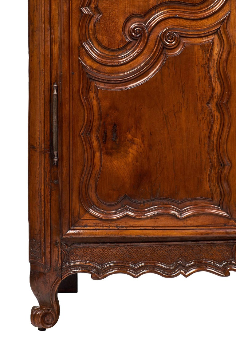 French 18th Century Louis XV Armoire For Sale 1