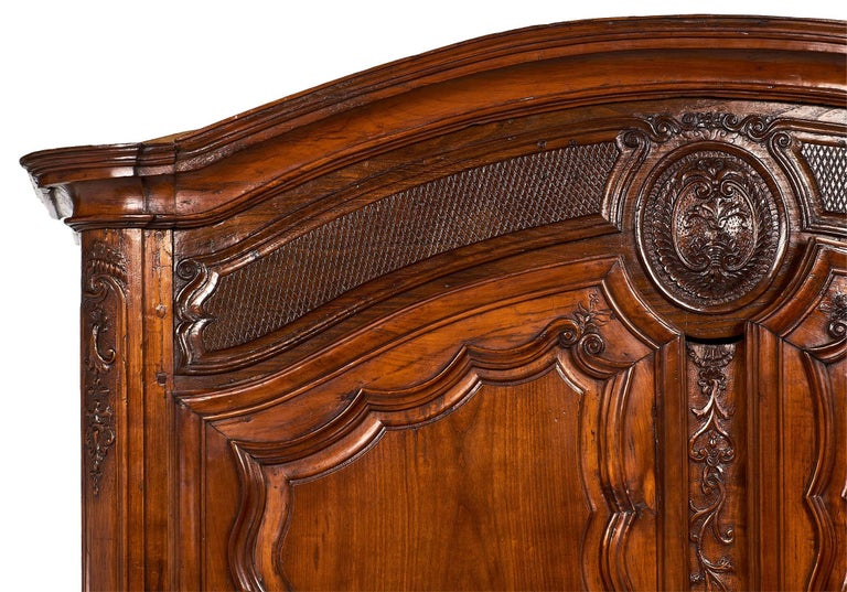 French 18th Century Louis XV Armoire In Excellent Condition For Sale In Austin, TX