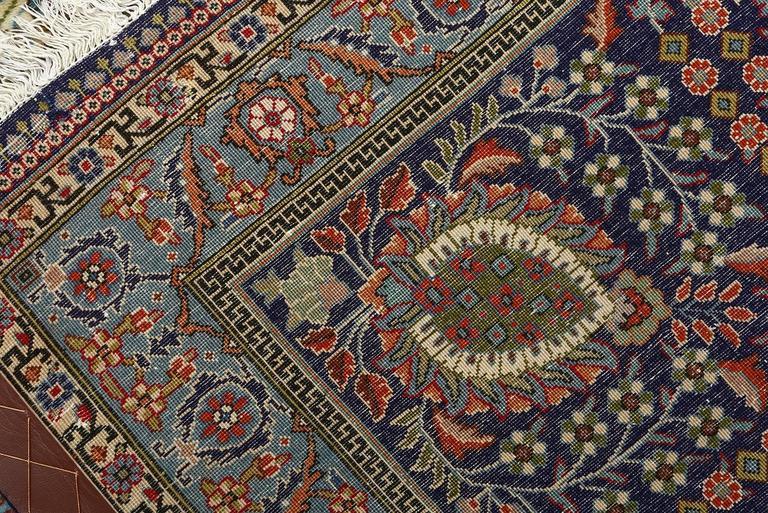 Fine Vintage Tabriz Persian Rug For Sale 3