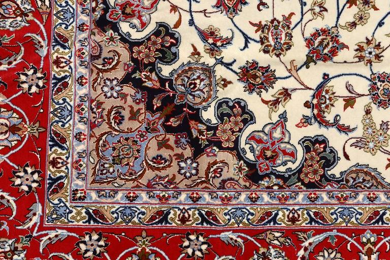 Ivory Vintage Isfahan Persian Rug In Excellent Condition For Sale In New York, NY