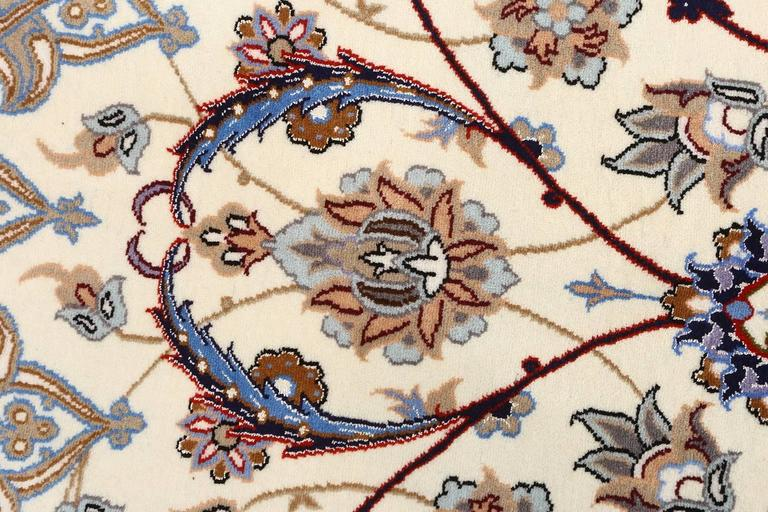 Beautiful vintage Isfahan Persian rug 51140, knots per square inch KPSI: 500, Country of origin/rug type: Vintage Persian rug, circa date: Late 20th century. A glory of swirling and unfurling lines and flowers, this vintage Persian rug is shaded