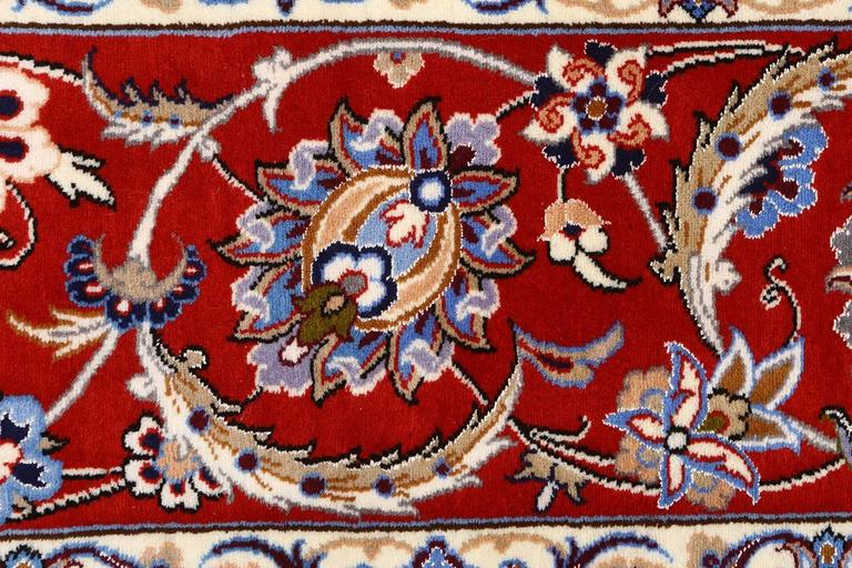 Vintage Isfahan Persian Rug For Sale 1