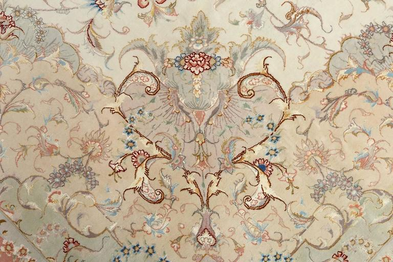 Large Ivory Vintage Tabriz Persian Rug In Excellent Condition For Sale In New York, NY