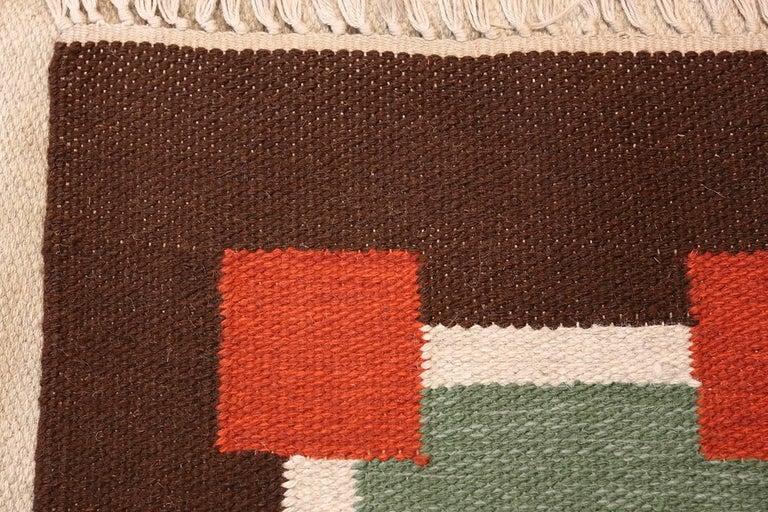 Hand-Woven Vintage Scandinavian Swedish Kilim. Size: 6 ft 1 in x 10 ft 5 in