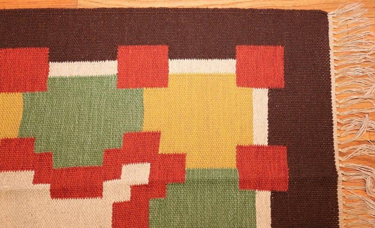 Vintage Scandinavian Swedish Kilim. Size: 6 ft 1 in x 10 ft 5 in  In Excellent Condition In New York, NY