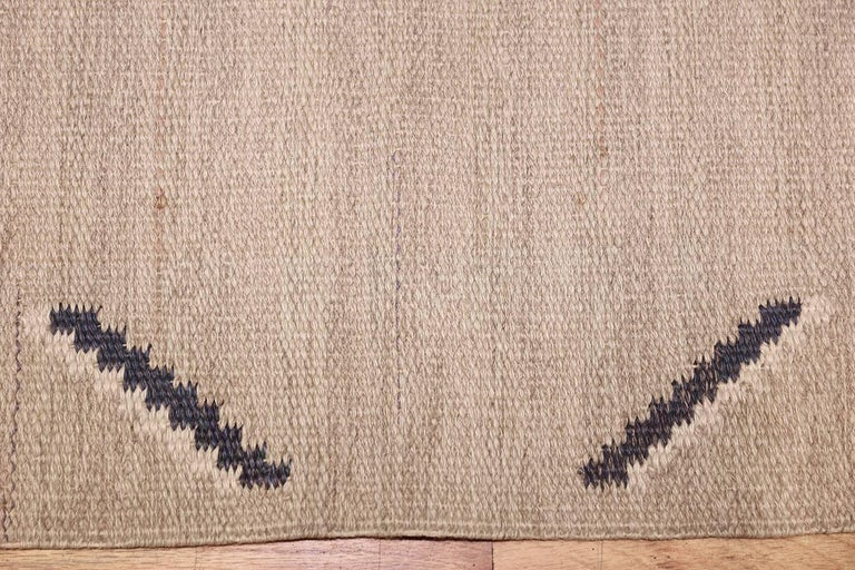 Vintage Swedish Rug by Ellen Stahlbrand. Size: 3 ft 6 in x 5 ft 9 in  In Excellent Condition For Sale In New York, NY