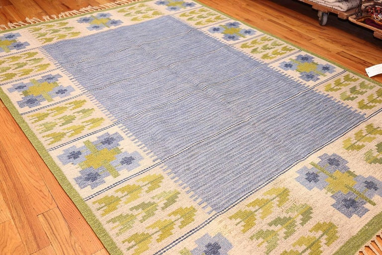 Hand-Woven Vintage Swedish Kilim by Berit Woelfer. Size: 6 ft 6 in x 9 ft 2 in  For Sale