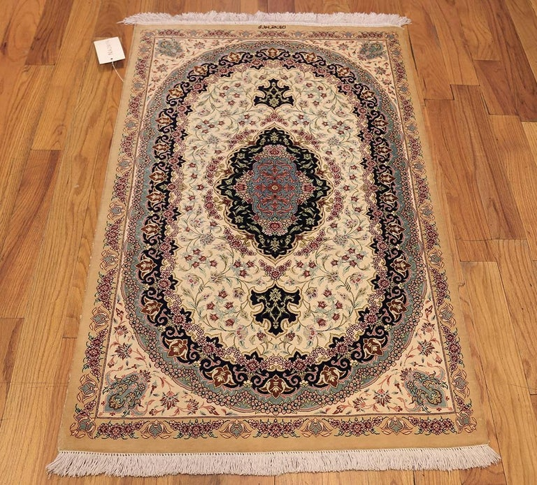 Ivory Wool And Silk Persian Naein Area Rug For Sale At 1stdibs: Small Scatter Size Ivory Persian Silk Qum Rug For Sale At