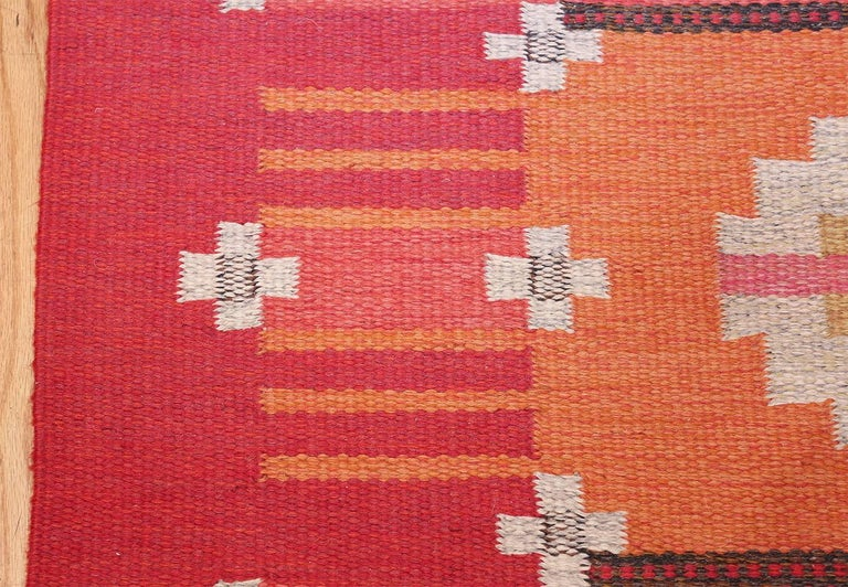 At first the Scandinavian rugs designs were woven in solid colors, featuring black, grey, white and yellow but as time passed geometric shapes and floral designs were introduced. Used by nobility as bedding and a display of social standing, Rya