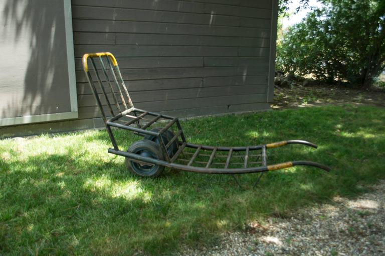 Vintage Metal Trolley Cart In Good Condition For Sale In Napa, CA
