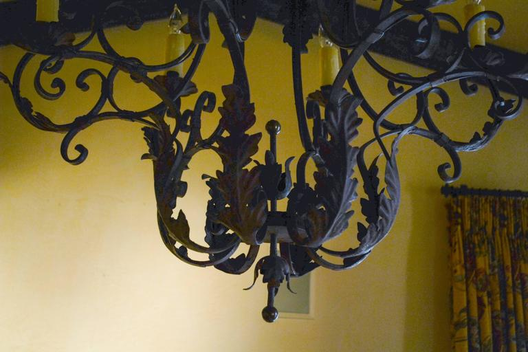 Mid-20th Century Pair of 1930s Italian Rococo Style Basket Form Tole and Iron Chandeliers For Sale