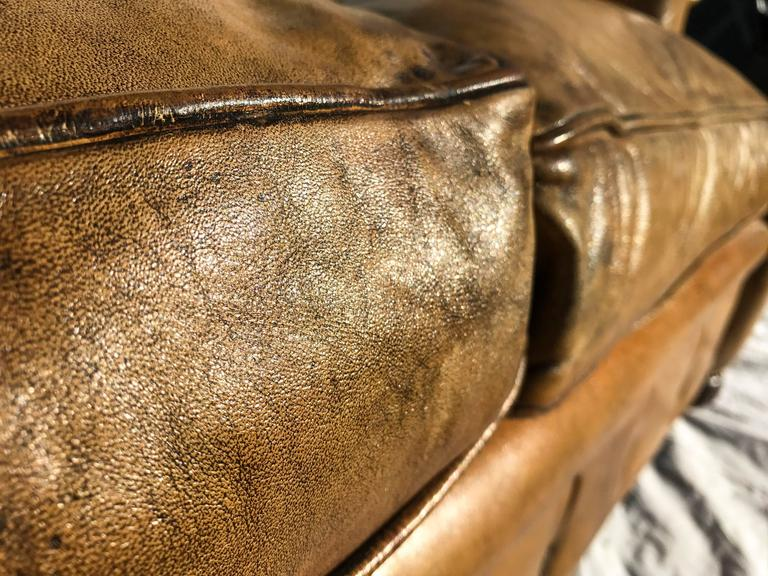 Curved Leather Chesterfield, circa Early 20th Century For Sale 1