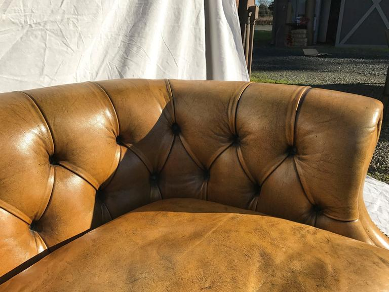 Curved Leather Chesterfield, circa Early 20th Century For Sale 3