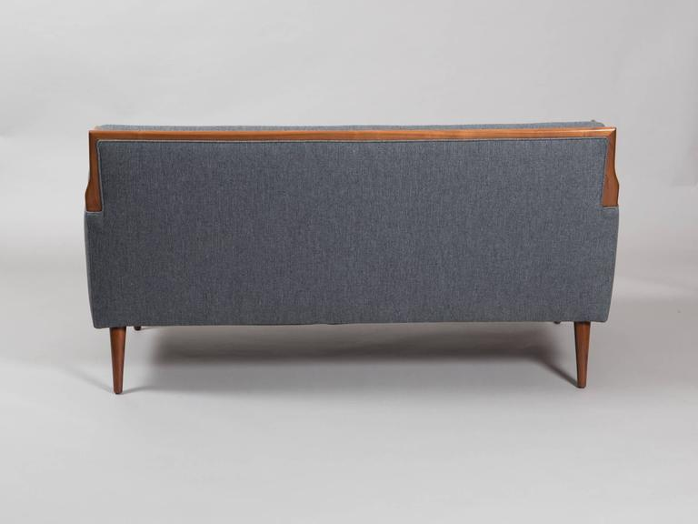 Robsjohn-Gibbings Style Mid-Century Modern Settee In Excellent Condition For Sale In New York, NY