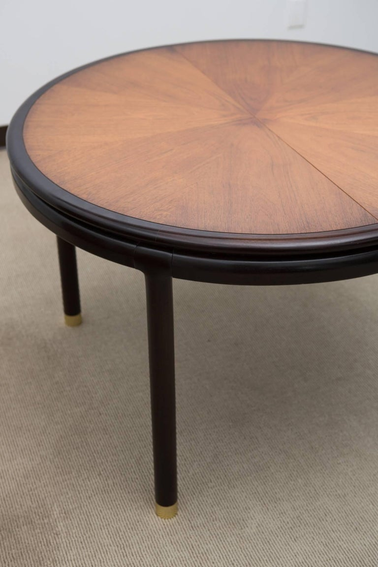 Midcentury Dining Table with Two Leaves In Good Condition For Sale In New York, NY