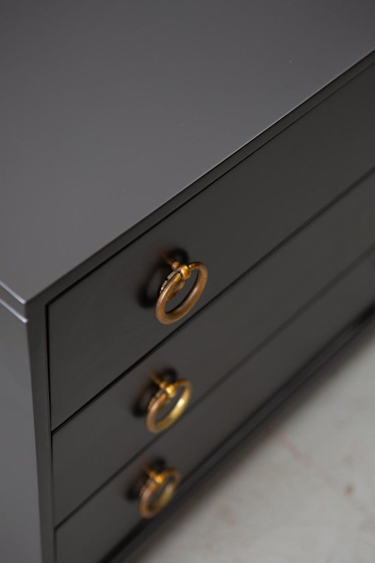 Midcentury Black Lacquered Chest of Drawers For Sale 5