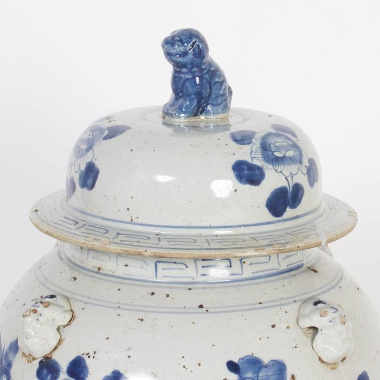 20th Century Pair of Chinese Export Style Blue and White Lidded Jars For Sale