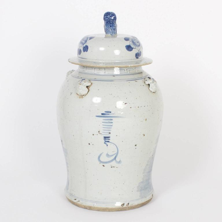 Chinoiserie Pair of Chinese Export Style Blue and White Lidded Jars For Sale