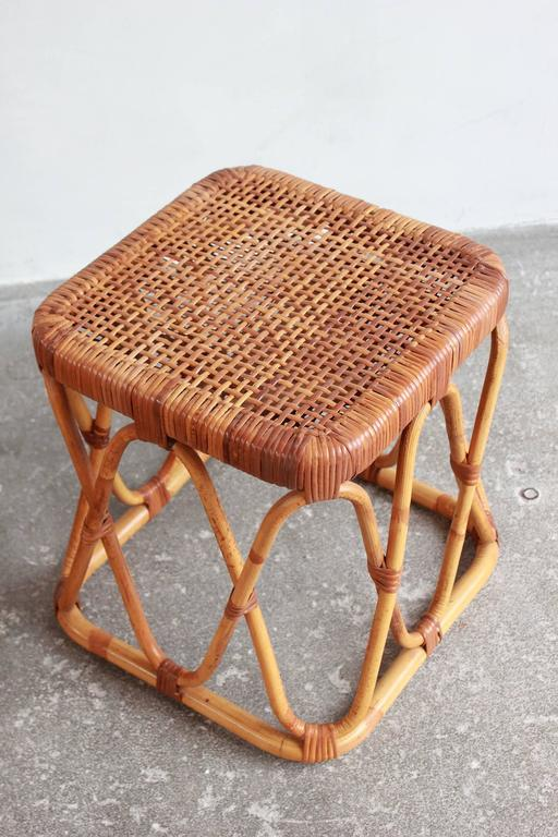Late 20th Century Pair of Square Wicker Nesting Tables For Sale