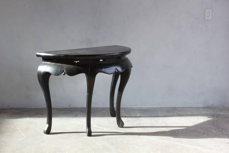 Black Lacquered British Four Legged Demilune In Distressed Condition For Sale In Los Angeles, CA