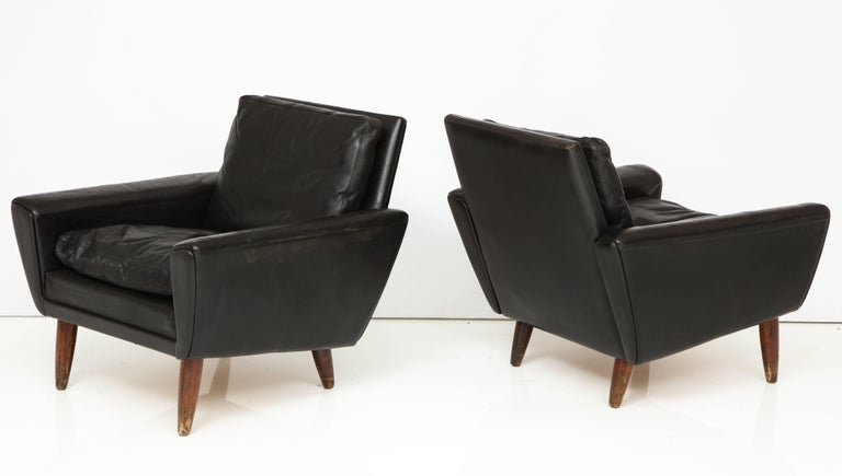 Mid-20th Century Pair of Midcentury Black Leather Chairs from France For Sale