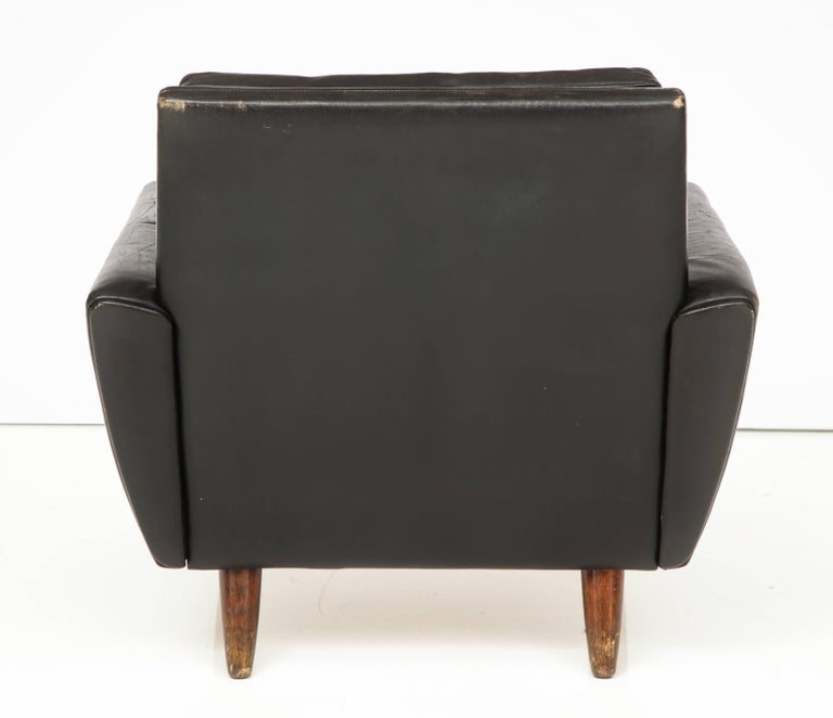 Pair of Midcentury Black Leather Chairs from France For Sale 4