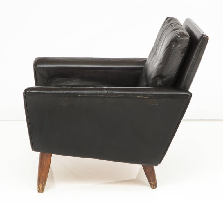 Pair of Midcentury Black Leather Chairs from France For Sale 2