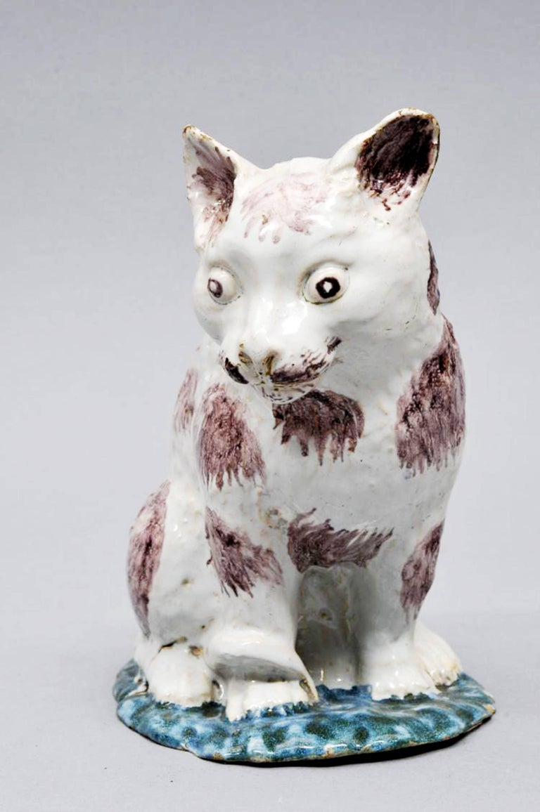 Brussels Faience Model of a Cat,  Philippe Mombaers, circa 1765-1785 In Excellent Condition For Sale In Maryknoll, NY