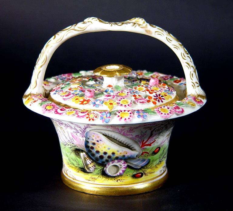 Regency Chamberlain's Worcester Porcelain Basket and Cover Decorated with Sea Shells For Sale