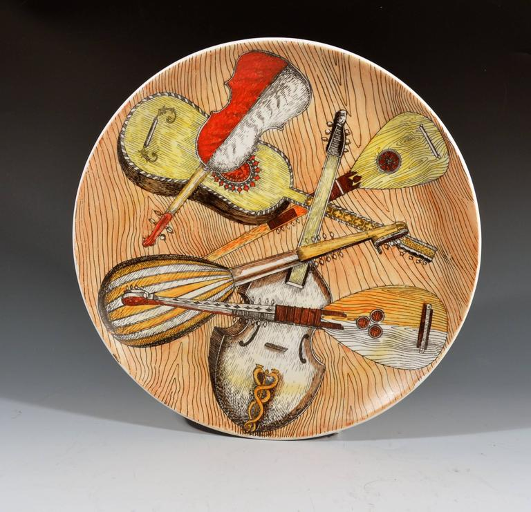 Piero Fornasetti Set of Six Strumenti Musicali Plates, 1950s-1960s In Good Condition For Sale In Maryknoll, NY