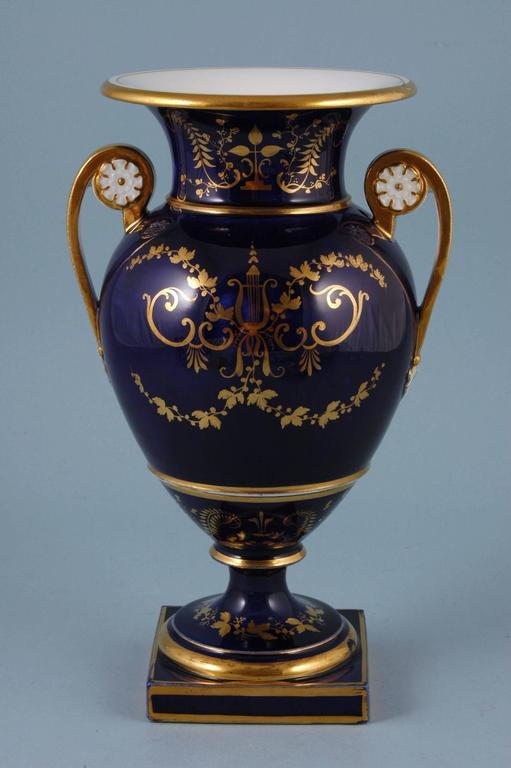 Great Britain (UK) English Porcelain Botanical Blue Ground Vase, Coalport, circa 1825 For Sale