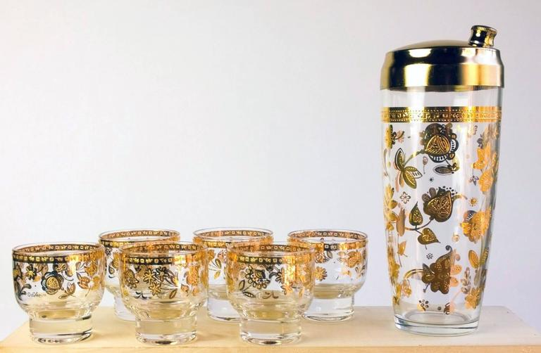 Vintage culver Chantilly pattern 40-piece glass drinks set. 1950s-early 1960s.  This fabulous large set of barware with 22-carat gold decoration is decorated in the Chantilly pattern. It is hard to find the large sets like this today. The Culver