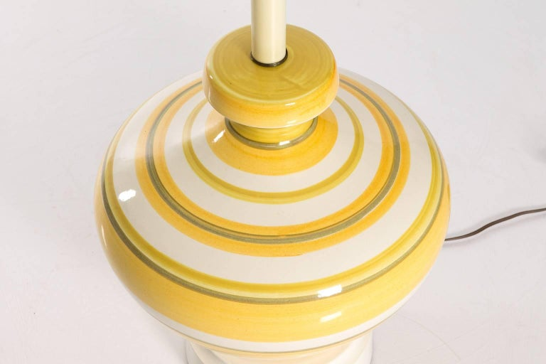 Pair of Ceramic Yellow and White Table Lamps In Excellent Condition For Sale In Stamford, CT