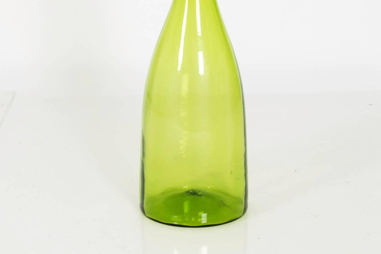 Handblown Blenko glass vase with a pointed stopper, circa 1970s.