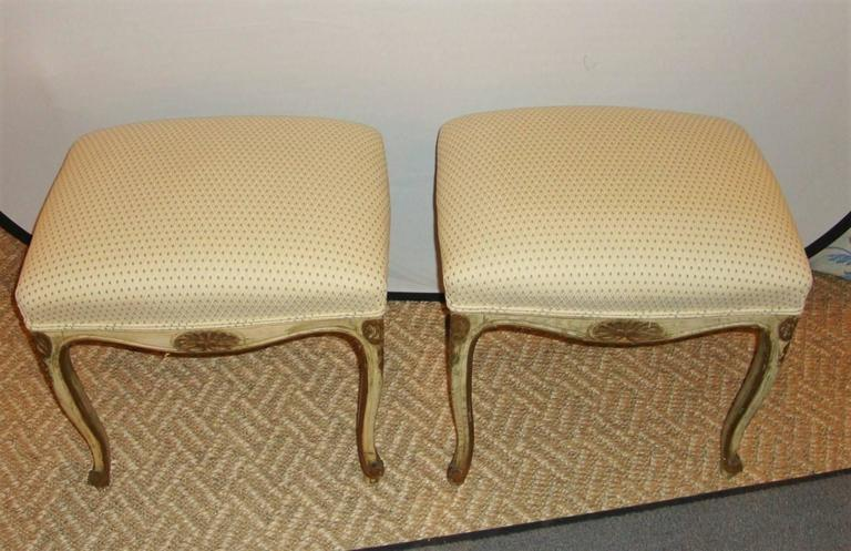 Pair of French Louis XV Style Painted Stools In Good Condition For Sale In Stamford, CT