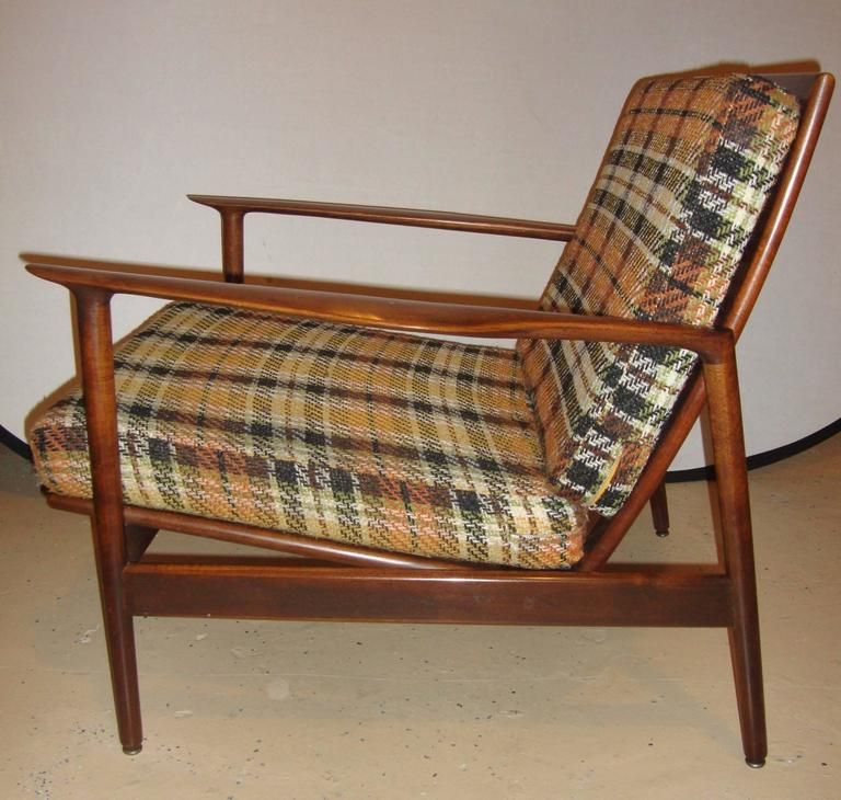 20th Century Pair of Ib Kofod-Larsen Stamped Lounge Chairs Fine Scandinavian Design For Sale