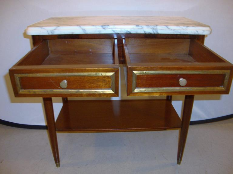 Hollywood Regency Diminutive Marble-Top Mahogany Stand, End Table in the Manner of Jansen For Sale