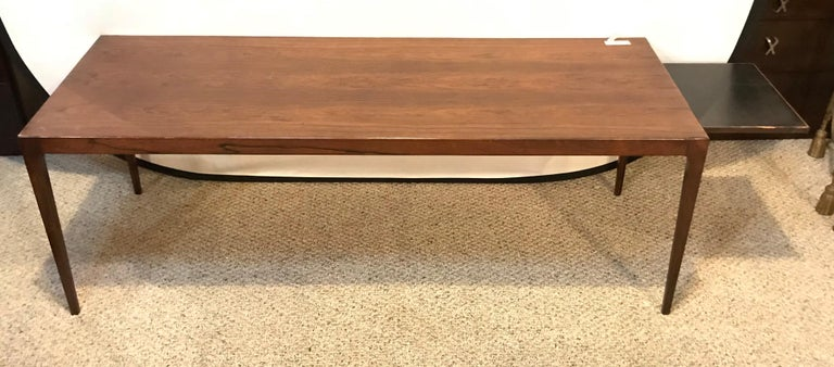 Mid-Century Modern rosewood coffee table with pullout / pull-out sides. This finely polished coffee table is strong and sturdy having pullout / pull-out trays of rosewood and ebony design on both ends. This sleek and stylish coffee low table is a