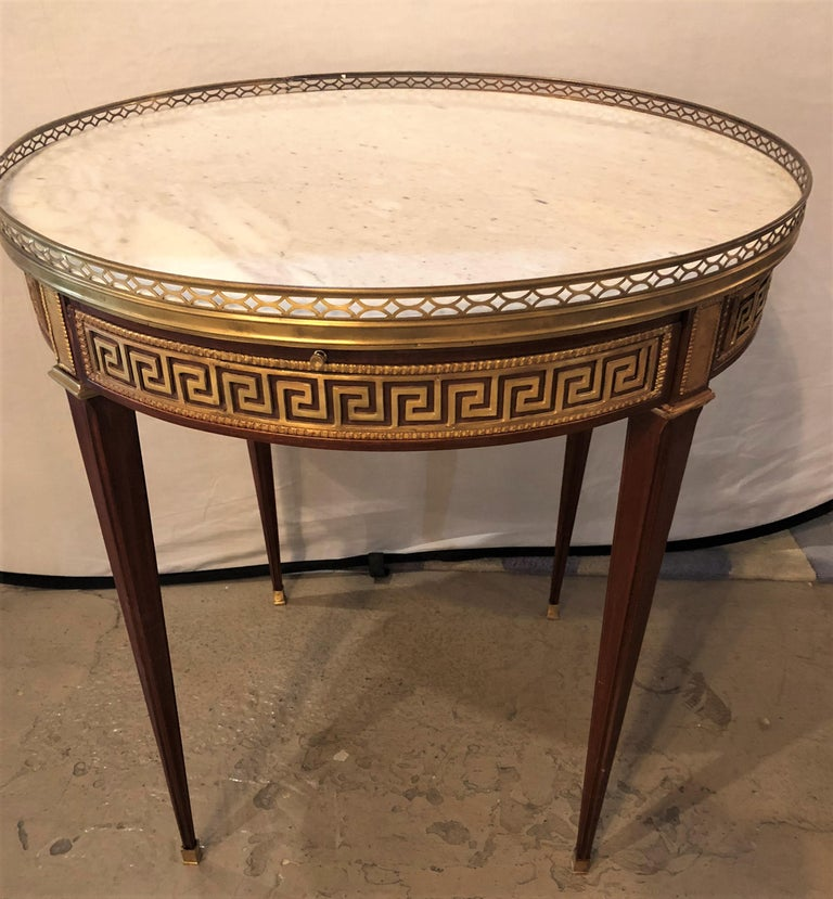 Pair of Marble-Top Greek Key Bouiliotte Tables / End Mahogany Double Drawers For Sale 4