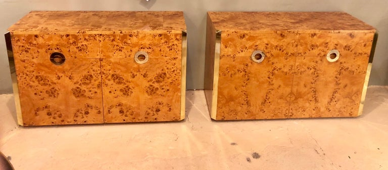Pair of Willy Rizzo Commodes Nightstands with Brass Accents in a Light Burl Wood For Sale 1