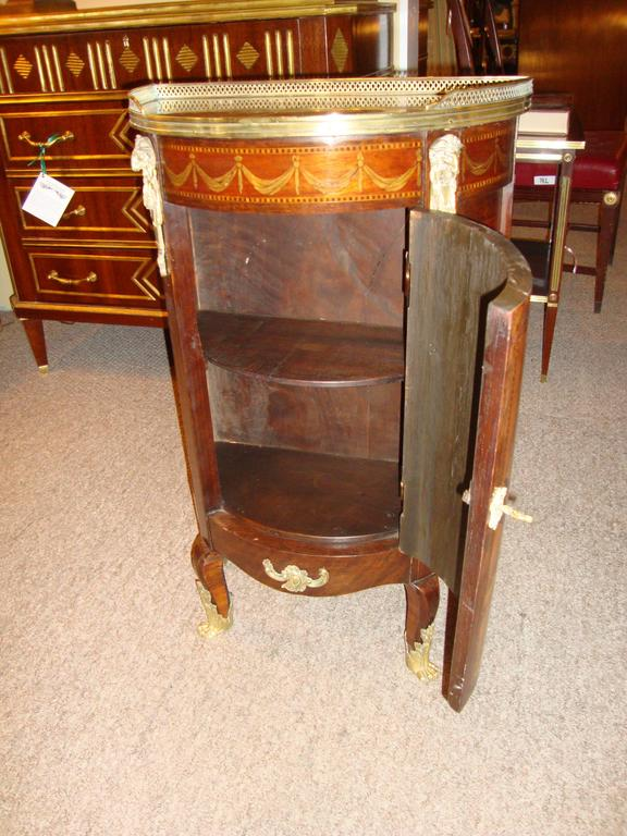French Louis XV Style Inlaid Pedestal End Table Night Stand Gallery Marble Top  For Sale 3