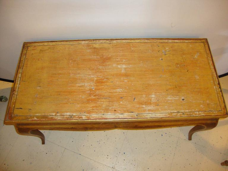 Hollywood Regency Style Jansen Gilt Gold Coffee Table Decorative X Design In Good Condition For Sale In Stamford, CT